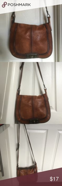 4a1bf16797 Brown leather handbag Fossil Brown leather bag from fossil, couple years  old, medium sized Fossil Bags Crossbody Bags. Chami · Pratique sac à main!