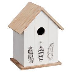 Trendy vogelhuis met opdruk van veren. Materiaal: hout. Kleur: wit. Afmeting: 15x12x21 cm (bxlxh). #kwantumlente #tuin #vogelhuis
