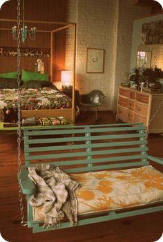 romantisches vintage schlafzimmer mit schaukel
