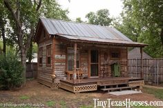 """Tiny Texas Houses Presents: """"The Inner City Sanctuary"""" Old Cabins, Tiny Cabins, Cabins And Cottages, Cabins In The Woods, D House, Tiny House Living, Shack House, Cabin Homes, Log Homes"""