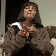 Uma Thurman as Mia Wallace, Pulp Fiction dir. Film Aesthetic, Aesthetic Girl, Photographie Portrait Inspiration, Poses, Film Serie, Quentin Tarantino, Tarantino Films, Film Stills, Movies Showing