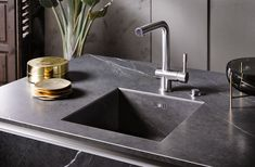 All our SmartHaus kitchens are installed with the options of Silestone, Quartz or Granite Worktops. Ranging across the colour spectrum there will always be a colour or texture to match your kitchen units. Black Kitchen Cabinets, Kitchen Units, Black Kitchens, Luxury Kitchens, Kitchen Doors, Stone Interior, Kitchen Interior, Granada, Granite Worktops