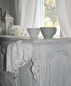 Shabby Chic Mania By Grazia Maiolino Romantic Home Decor, Romantic Homes, Pallet Painting, French Kitchen, Paint Chips, Paint Finishes, White Decor, Grey And White, Gray