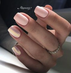 Semi-permanent varnish, false nails, patches: which manicure to choose? - My Nails Stylish Nails, Trendy Nails, Cute Nails, Hair And Nails, My Nails, Short Nails Shellac, Short Pink Nails, Matte Pink Nails, Short Nail Manicure
