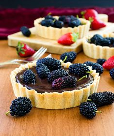 Mulberry and chocolate tart is a perfect treat to celebrate any special occasion. Make its crust yourself, it's very easy!