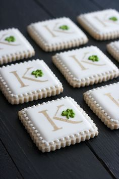 cookie decorating Irish monogram cookies for St. Gold luster dust stenciling technique and royal icing clovers make these sugar cookies special. Irish Cookies, St Patrick's Day Cookies, Fancy Cookies, Birthday Cookies, Cupcake Cookies, Owl Cookies, Drop Cookies, 70th Birthday, Cupcakes