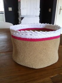 Love the top of this basket. Basket free crochet pattern Might need to make this to keep all my yarn in :) Basket Weave Crochet, Crochet Bowl, Crochet Basket Pattern, Love Crochet, Basket Weaving, Knit Crochet, Crochet Patterns, Crochet Baskets, Crochet Home Decor
