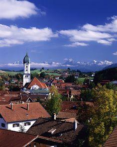 Nesselwang (Alemania)Nesselwang es otro de los pueblos más bonitos de Alemania y también está en Baviera. Rodeado de verde, sus torres barrocas se elevan sobre su casco urbano, lo que les otorga unas preciosas vistas sobre el pueblo y de los más que cercanos Alpes