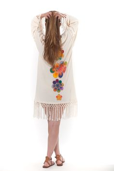 """Despierta la belleza más salvaje KIMONO """"JOAIHU"""" Kimono de pura inspiración Mammisi en algodón orgánico 100% certificado GOTS y flecos tejidos a mano con hilo de algodón orgánico. Diseño con detalles florales de artesanía ñandutí"""". #moda #sostenible"""