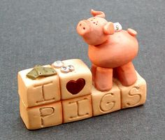 """""""I <3 Pigs"""" Piggy Figurine"""