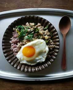 What I ate this morning: 2013/11/01 pork basil, sunny-side-up, rice
