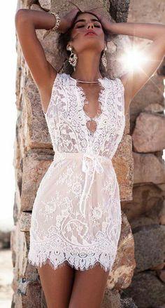 Lace dress in white - the absolute summer trend!- Spitzenkleid in Weiß – der absolute Sommer-Trend! Short Lace Dress, Floral Lace Dress, Short Dresses, Summer Dresses, Summer Outfits, Mini Dresses, Sexy Dresses, Sleeveless Dresses, Vacation Dresses