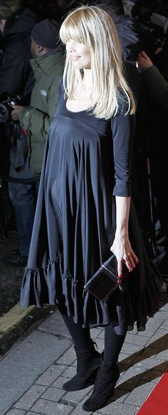 Pregnant Claudia Schiffer (500×1236) #schwanger