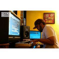 (Sigueme en Instagram/LAEMINENCIAreal #LaEminencia @laqadramusic Dandole a las melodías principales del próx. tema  #NoTeLoCreo Esperalo de @fedallainmundial #DondeSiDeHaceMusic #PhantomON #Tw
