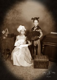 These sepia besties know how to have some fun! Things to do in Glenwood Springs, CO at Silk's Saloon Olde Tyme Photos in Glenwood Caverns Adventure Park Girl Photo Shoots, Girl Photos, Old Time Photos, Western Photo, Portrait Photo, Fun Things, Besties, Westerns, Colorado