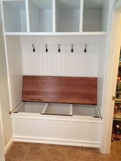 Home Remodeling Closet 40 Wonderful Small Mudroom Design Ideas - Page 6 of 40 Home Renovation, Home Remodeling, Kitchen Remodeling, Ideas Armario, Mudroom Laundry Room, Closet Mudroom, Closet Bench, Hallway Closet, Mudroom Cubbies