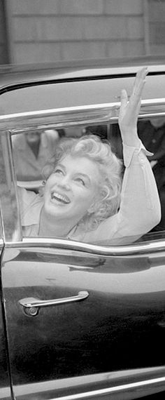 View Marilyn Monroe @ our Pinterest Gallery Hollywood Glamour, Hollywood Actresses, Classic Hollywood, Marilyn Monroe And Audrey Hepburn, Marilyn Monroe Photos, Rare Photos, Vintage Photographs, Norma Jeane, Beautiful Soul