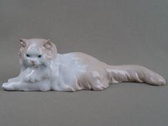 «Кошка с пушистым хвостом», фарфор, роспись. Испания, длина — 26 см  Цена — 8000 руб.