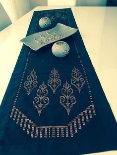 Weaving Patterns, Street Art, Handmade, Annabelle Doll, Hardanger, Punto De Cruz, Tutorials, Dots, Needlepoint