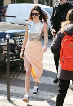 Kendall Jenner fait du shopping à Paris, le 5 mars 2015.