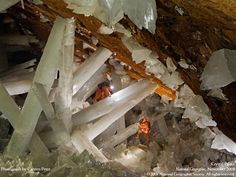 The Naica Mine of the Mexican state of Chihuahua is a working mine that is best known for its extraordinary selenite crystals. ナイカ鉱山 チリ