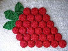 Vintage Crochet Trivet - cotton crochet thread crocheted over bottle caps Crochet Hot Pads, Cotton Crochet, Thread Crochet, Vintage Potholders, Crochet Potholders, Crochet Flower Tutorial, Crochet Flowers, Potholder Patterns, Crochet Patterns