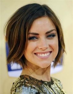 Jessica Stroup wavy bob - love the length with long bangs