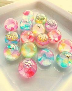 wagashi, japanese sweets// They look like perfect little Marbles! Japanese Sweets, Japanese Candy, Japanese Food, Japanese Wagashi, Japanese Water, Japanese Gifts, Traditional Japanese, Desserts Japonais, Kreative Desserts