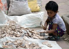 Uit nieuwe cijfers van de Internationale Arbeidsorganisatie (IAO) bleek halfweg september 2017 dat maar liefst 152 miljoen kinderen vorig jaar het slachtoffer waren van kinderarbeid. Daarnaast zijn wereldwijd zo'n 40 miljoen mensen slachtoffer van moderne slavernij.