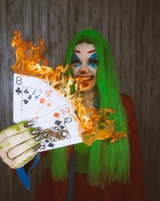 Joker Make-up, Bookstagram, Camilla, Ideas Para, Diys, Christmas Ornaments, Halloween, Holiday Decor, Photos