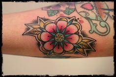 #Tattoo #TudorRose #Blume #Flower #Oldschool #JoschaJohnson