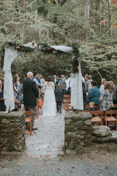 Ashley + Jason's #smokymountain #wedding at  #spencecabin. Photo // Artful Life Studios #teamwedding