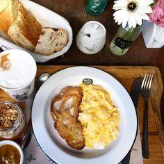Hoje tem café na Padoca do Maní pães quentinhos crocantes e uma trilha sonora que não da vontade de ir embora... Curti!  #padocadomani #ldcindica #cafedamanha #saopaulo #mani #manioca #olioliteam #olioliemsp #bomdia #saopaulo #sampa #mood #mesaposta #lardocecasa