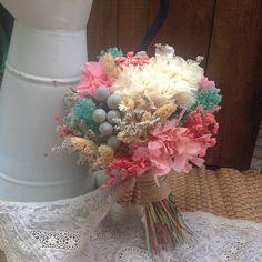 Ramo de novia, de estilo vintage, con flor seca y preservada en tonos empolvados. #ramo #novia #vintage #tonos #empolvados