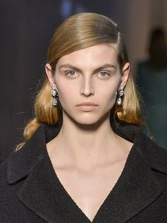 La raie plaquée de Rochas Hair Inspiration, Hair Makeup, Make Up, Workout, Fall Winter 2014, Trending Hairstyles, Hair, Everything, Work Out