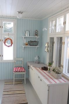 Elegant English country living room ideas for your home. English cottage interior design suggestions and inspiration. Cottage Shabby Chic, Beach Cottage Style, Cozy Cottage, Country Interior, Home Interior, Country Decor, Interior Design, Small Room Bedroom, Scandinavian Home