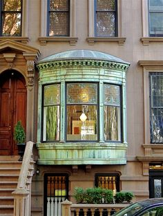 I would love to have this bay window. I'd line it with a bench, piled the books, pillows, throws & read until the twilight.