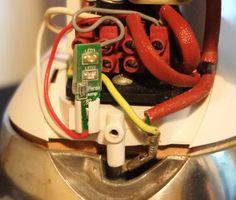 Perao LAMP-A1 полезное и приятное улучшение гладильной системы Laurastar. Есть возможность получить бесплатно. https://www.facebook.com/peraocompany/posts/892193084134794 Плата Perao LAMP-A1 установлена в утюг.