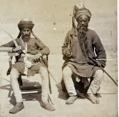 gunsandposes-history: Sikh men attached to Punjab regiments of the British Indian Army around the time of the Second Anglo-Afghan War, circa Uk History, History Of India, American Revolutionary War, American Civil War, British Indian, British Army, Jaisalmer, Udaipur, Vintage India