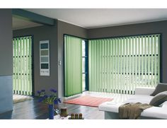Habillez vos baies vitrées avec des stores californiens verts ! #StoristesDeFrance #Store #Maison Roll Up Curtains, Roman Curtains, Curtains With Blinds, Sheer Curtains, Clean Living Rooms, Living Room Modern, House Blinds, Blinds For Windows, Shades For French Doors