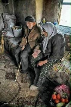 Life is hard together, but alone.it is insupportable. Their holding hands so lovingly makes me want to cry. Couples Âgés, Vieux Couples, Muslim Couples, Turkish People, Foto Transfer, Growing Old Together, Old Faces, Old Love, People Around The World
