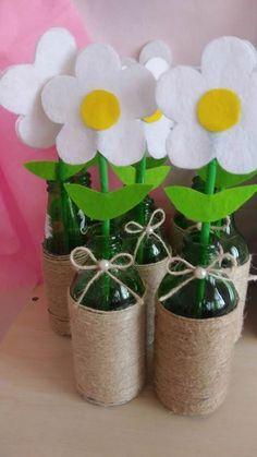 Soda şişesinden saksı – Valentine's Day Easy Valentine Crafts for Kids to Make Felt flowers in bottles Kids Crafts, Crafts For Kids To Make, Summer Crafts, Preschool Crafts, Felt Crafts, Easter Crafts, Diy And Crafts, Diy Gifts For Mothers, Mothers Day Crafts