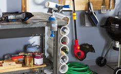 Vocês já devem ter visto algumas ideias para a casa com canos de PVC.   Hoje, reuni várias delas. Leia mais >>