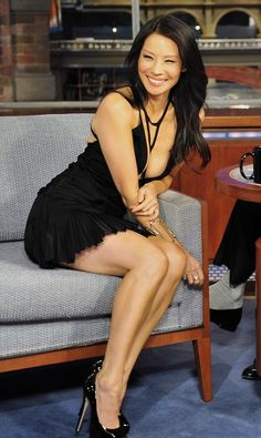 Have not thought of Lucy Liu as a classic beauty but Damn, she looks spectacular in this pic.