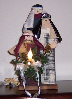 Lighted Primitive Wise Men, Christmas Crafts (Saw this crafters work at a recent craft fair, just LOVE her stuff! MUST take a look at everything! I bought the nativity, must get these wise men to add next year!