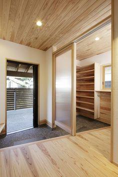 森の棲家 Sweet Home Design, Dream Home Design, House Design, Japan Interior, Japanese Interior Design, Zen House, House Entrance, Hall Furniture, Japanese House