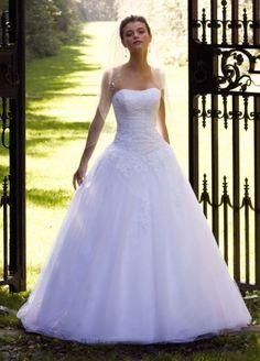 Cute wedding dress!