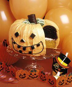 DIY Halloween Decorations (Easy, Scary, and Cheap DIY stuff) Halloween Torte, Halloween Wedding Cakes, Halloween Eyeballs, Halloween Pumpkins, Classy Halloween, Halloween Dinner, Halloween Diy, Homemade Halloween Decorations, Cupcakes