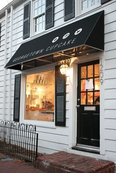 Georgetown Cupcake | Washington. The old store front. Classic architecture. Crisp BW. Modern fresh graphics #ThinkFast #ThePerfectLBD