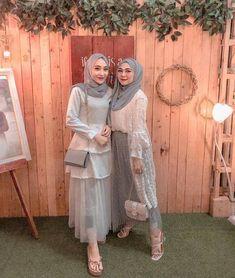 How to Make Money Hijab Gown, Kebaya Hijab, Hijab Dress Party, Kebaya Dress, Hijab Wedding Dresses, Bridesmaid Dresses, Dress Muslim Modern, Kebaya Modern Dress, Muslim Dress